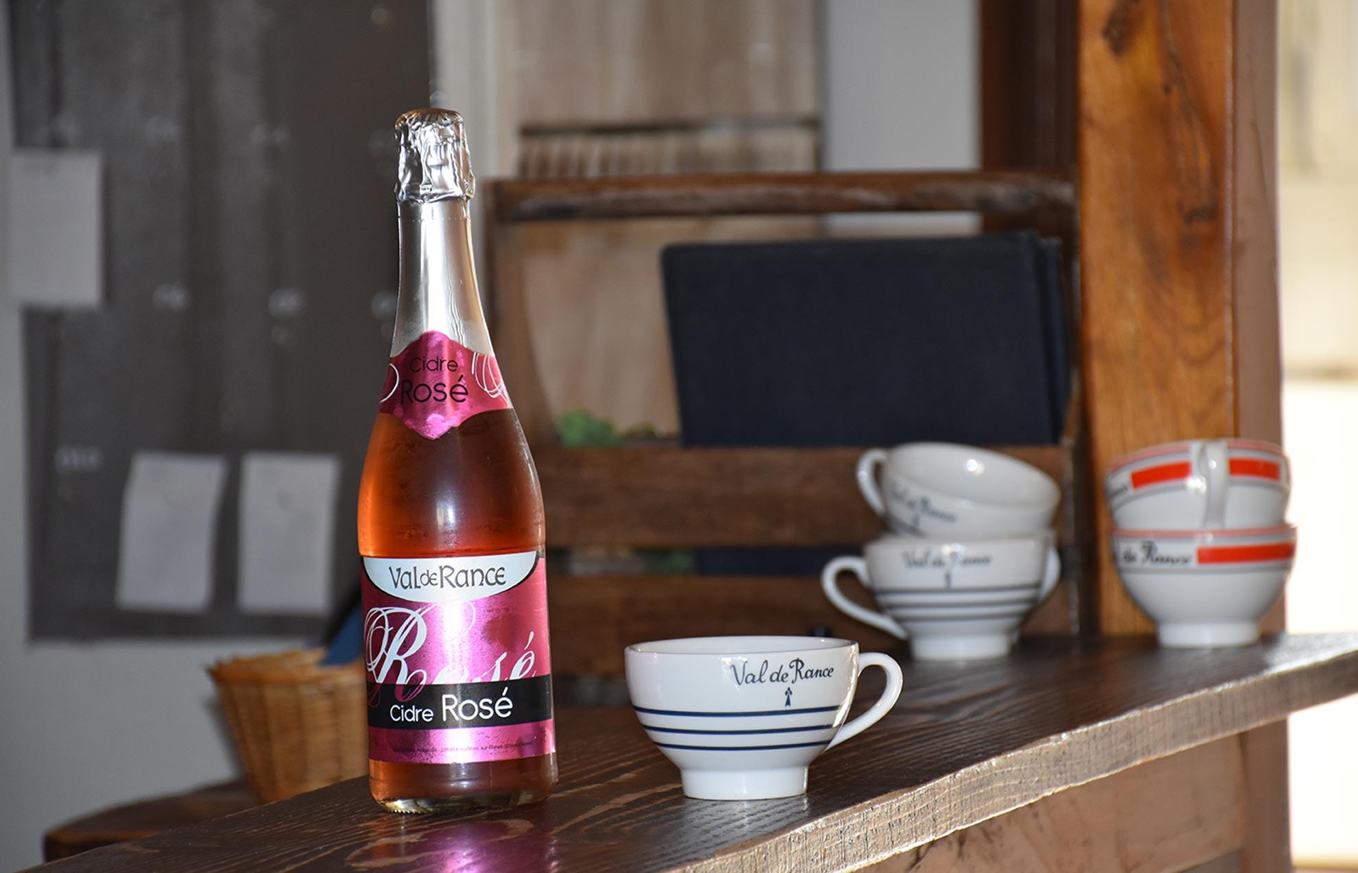 Cidre rosé artisanal distribue par la crêperie Crep'Show Sainte Geneviève des bois 91700