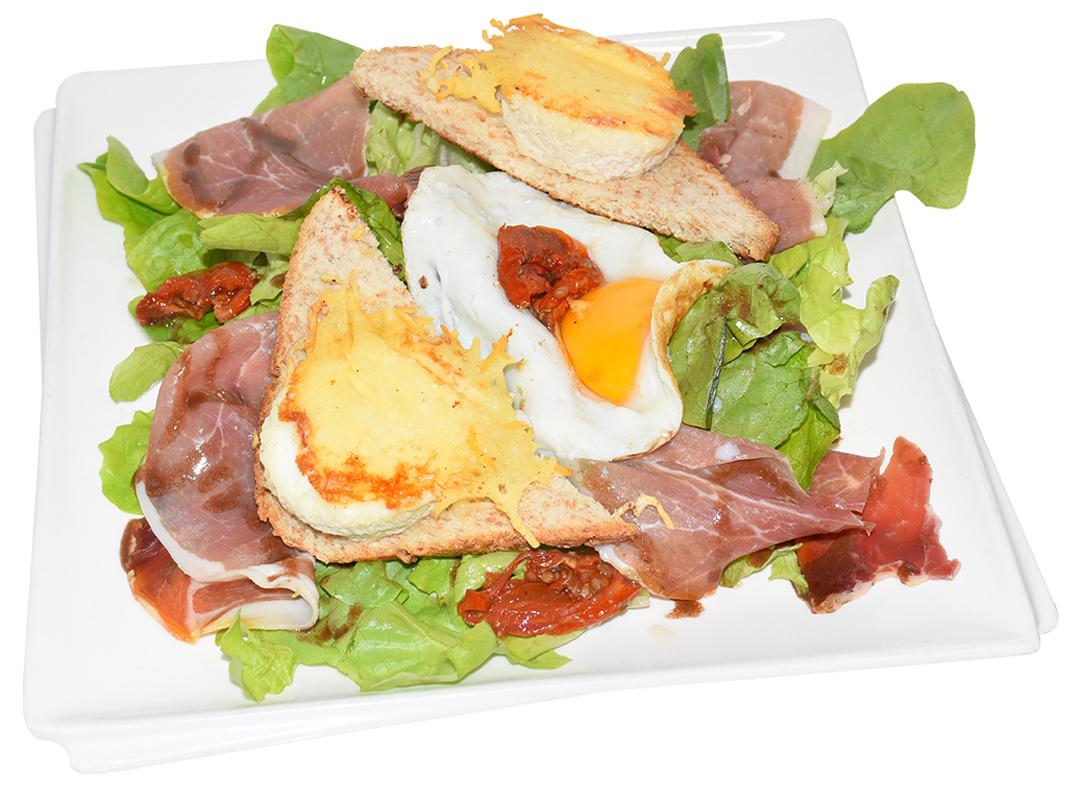 Crep'Show présente sa salade composée aux-crottins de chèvre chauds et sa salade verte
